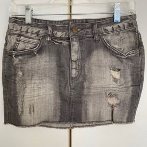 💥3/$25💥 H&M Distressed Jean Skirt Gray Size 6